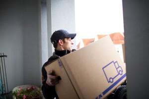 Mit dem Einpackservice von Kleinow Umzüge ist alles schnell in den Kisten.