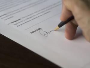 Vorschadenprotokoll unterscheiben (Bild (c) Pixabay / business-962355_1920.jpg)