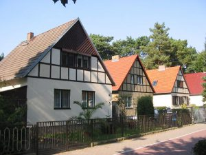 Umzug Kleinmachnow Bürgerhaussiedlung (CC BY-SA 3.0, https://commons.wikimedia.org/w/index.php?curid=344332)